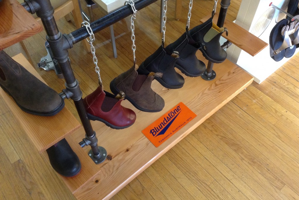 QnA Design Blundstone shoe rack 01 detail