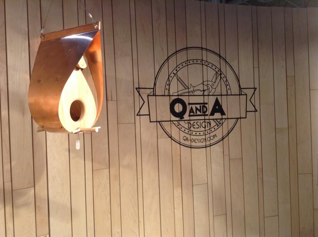 qna-design-ooakx2016-booth-maple-wall-aluminum-stand-03-bird-feeder-logo