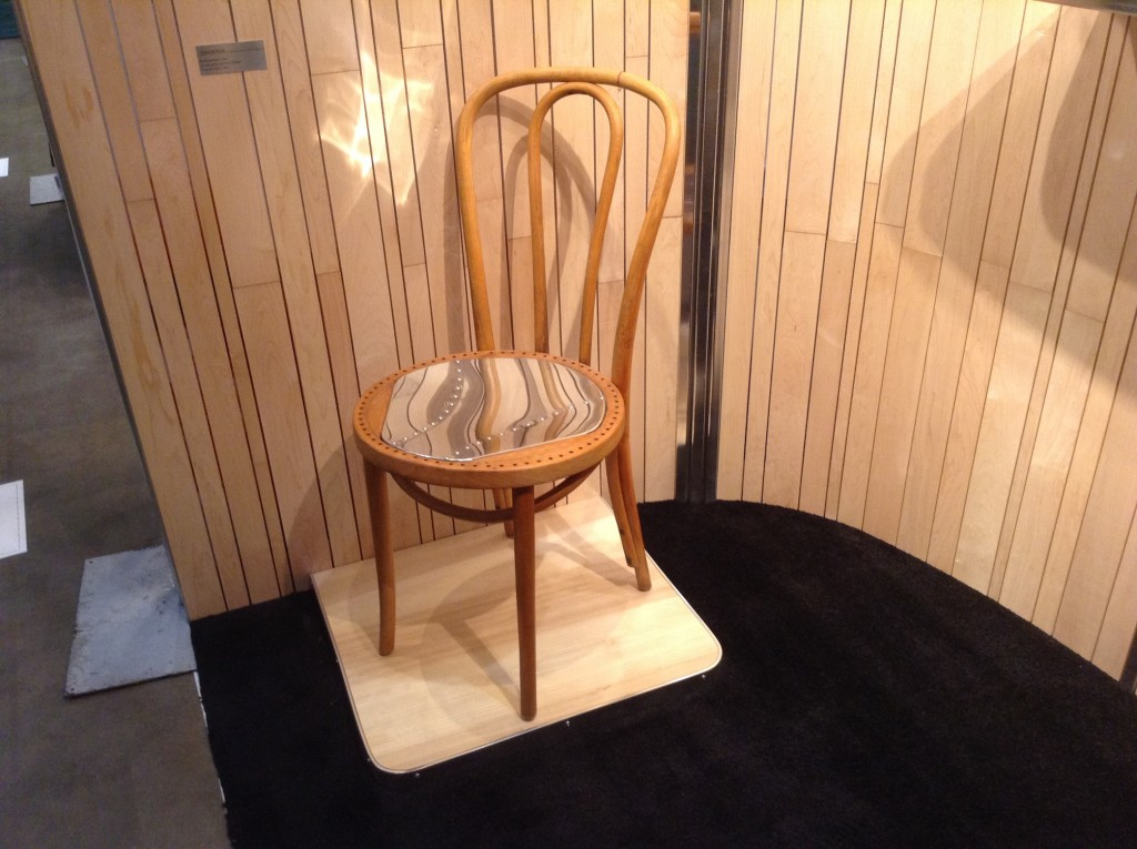 qna-design-ooakx2016-booth-maple-wall-aluminum-stand-05-thonet-chair-steampunk
