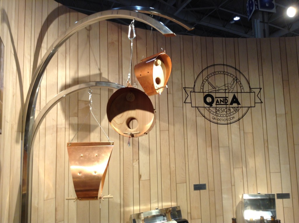 qna-design-ooakx2016-booth-maple-wall-aluminum-stand-07-bird-feeders