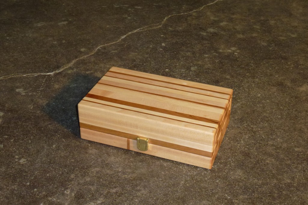 QnA Design Jewelry box 01 wood overall view closed