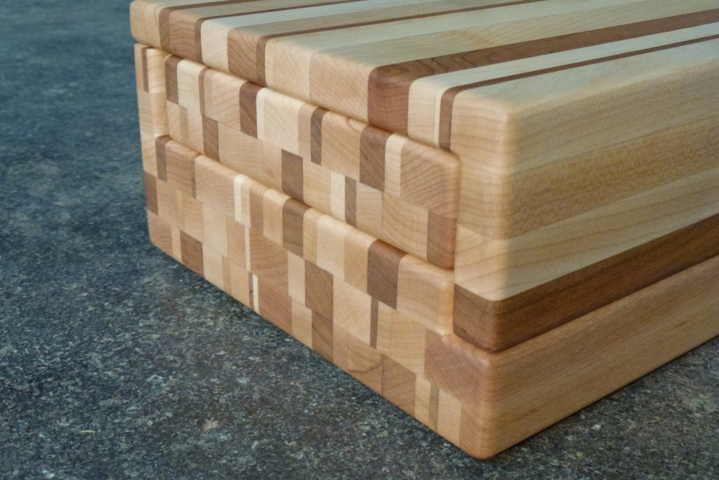 QnA Design Jewelry box 06 wood detail side